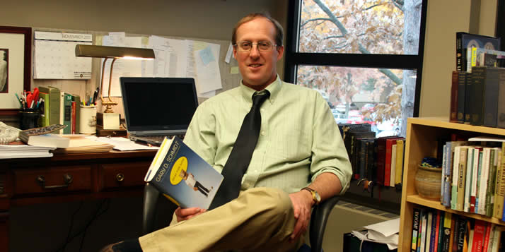 Okay for Now, a novel by English professor Gary Schmidt has won a Children's Choice Book Award.