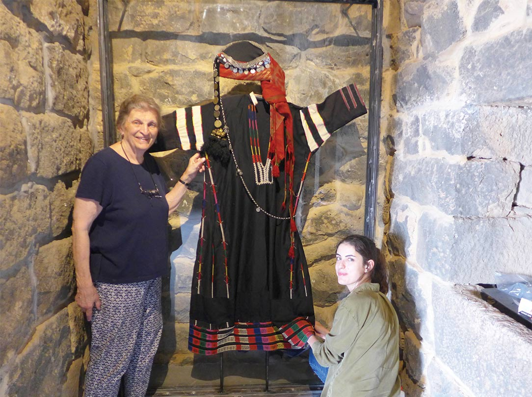 Sally de Vries and project architect Shatha al-Haj install the display of a North Jordan traditional