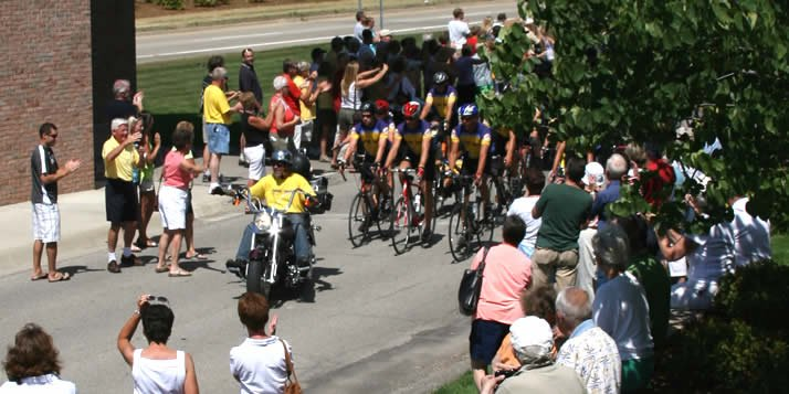 Sea to Sea bicycle tour comes to Calvin.