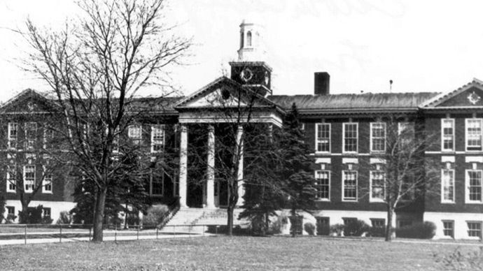Calvin's Franklin campus administration building in 1921.