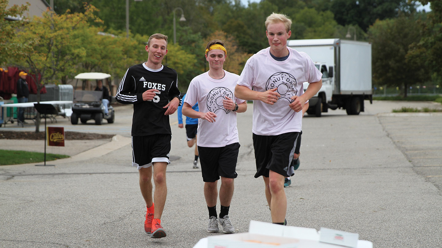 Students running the Homecoming Donut Dash